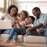動画見放題のサブスクを家族で共有できる?同時視聴できる数を比較
